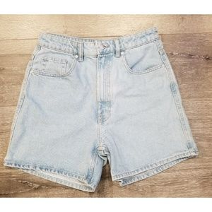 ZARA High Waist Mom Fit Light Wash Short sz 6